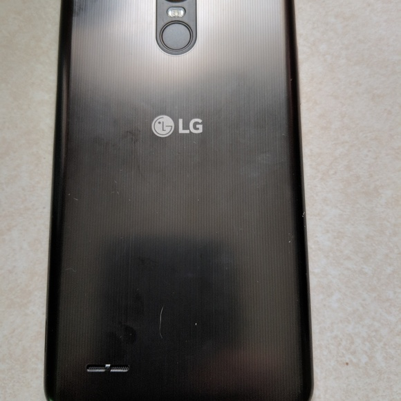 Stlyo 3 phone and lg phone from boost 4 months old